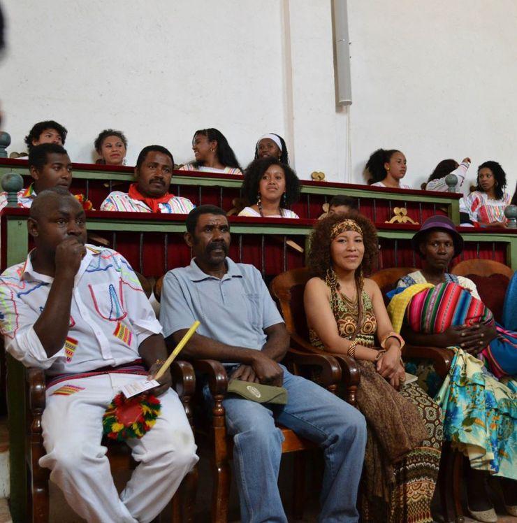 Sharon Pérez e integrantes del Pueblo Afroboliviano